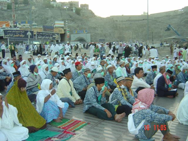 Pengajian rutin di halaman Masjid Haram