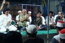 Dari ki-ka: Cak Nun, saya, Mustofa W.Hasyim, Cak Madi