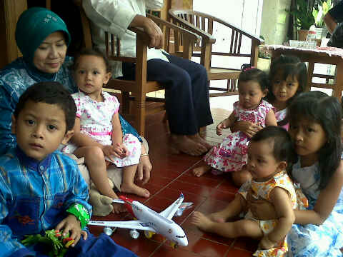 Yangti, generasi 1 kumpul dg cucu2, generasi 3